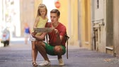 orientace : Adorable little girl and father with map of european city outdoors in Rome
