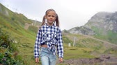 rosa : Beautiful happy little girl in mountains in the background of fog Vídeos