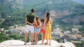 İtalya : Family on vacation on Amalfi coast in Italy