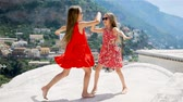 treppe : Adorable little girls on warm and sunny summer day in Italy
