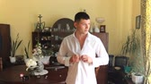 галстук бабочка : guy buttoned the buttons on his shirt. Wedding day