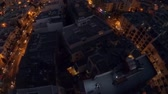fascinante : Night city from a birds-eye view. Aerofutazh. Malta. Guy and a girl are lying on the roof in a night city