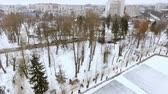 lodowisko : aero-view of the city winter park. Men play hockey. The concept of active winter recreation.
