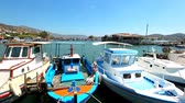 Summer holidays in Greece. Ships and boats in the harbor. Vídeos