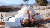 samimi : Happy bride and groom having fun on the beach Stok Video