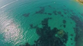впечатляющий : Transparent turquoise sea water along the shore of the beach. Malta Aerial view