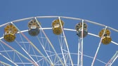 Big ferris wheel in the amusement park. Blue sky in the background. Wideo