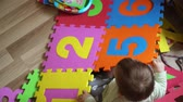 matematik : Toddler girl on ht efloor at home playing with foam mat puzzle with numbers, early development