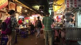 çarşı : TAIPEI, TAIWAN - DECEMBER 4, 2018: People visit Raohe Night Market in Taipei. Night food markets are a big part of Taiwanese culture. Stok Video