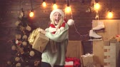 dyskoteka : Dancing girl with Christmas gifts. Crazy woman on christmas background with gift box. Wideo