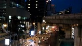 tailândia : Time Lapse of Bangkok street with cars and skytrain moving very fast in Sathorn area