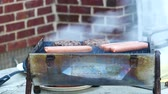grelhado : Hamburgers And Hot Dogs Cooking On A Grill