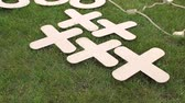 tık : Close-up of a big game of tic tac toe lying on the grass in the Park. Large pieces of crosses and toes. Big game of tic tac toe lying on grass.Tic-tac-toe