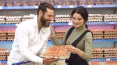 trolejbus : Young happy couple choose eggs in supermarket. Young family buying eggs at the grocery store. Slow motion. Portrait. Dostupné videozáznamy