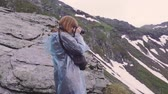 karpaty : A young woman hiker. Transfagarasan, Carpathian mountains in Romania