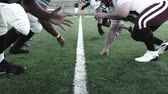 competições : A slow pan through the line of scrimmage and then the ball gets hiked Vídeos