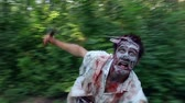 выглядывал : horrible zombie runs into the forest and catches the victim Стоковые видеозаписи