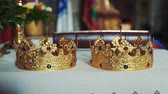 požehnání : Gold crowns are on the altar. Attributes of priest Dostupné videozáznamy