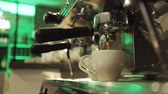 koffiemolen : Preparing and serving fresh coffee at an upmarket cafeteria. Coffee Machine Pouring Espresso In Cup. Closeup prepare double shot of espresso coffee, slow motion