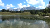 vestuário : The Karwendel is the largest mountain range of the Northern Limestone Alps.