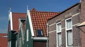 budynki : Volendam is a small village in the district of North Holland, Netherlands.