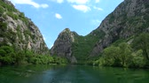 dalmácie : Cetina is a river in Southern Croatia and flows into the Adriatic Sea.