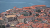 dalmácie : Dubrovnik is a Croatian city on the Adriatic Sea. It is one of the most prominent tourist destinations in the Mediterranean Sea. Dostupné videozáznamy
