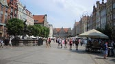 insanlar : Long market in the Old town of Gdansk - Poland. Stok Video