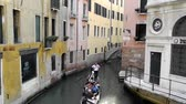 венето : Gondola with tourists in Venice - Italy.