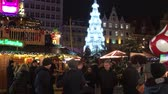 방문객 : Visitors at the Christmas market in the Old Town of Wroclaw - Poland.