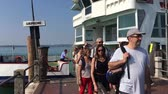 dünya : Passengers leaving a ship at Sirmione on Lake Garda - Italy. Stok Video