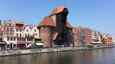 クレーン : Cityscape of Gdansk at the river Motlawa with Crane gate - Poland.