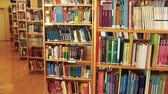 ansiklopedi : A Rack of Books Arranged in a Local Library. Many Library Books on Shelves in Stacks. Reading And Science, School And University, School Library, Bookstore, Books On Bookshelves, Stack Of Old Books.