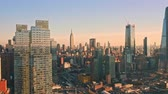 voar : Aerial drone footage of New York skyline panning along Hudson Yards midtown Manhattan skyscrapers.