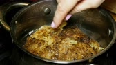 fatias : Homemade cooking. Cooking liver steaks or meat. Beef liver steaks or meat sprinkled with fried onions.