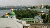 церкви : Orthodox Christian monastery. Golden domes of Kiev and Pechersk Lavra Monastery, blue sky with clouds. Historic cultural sanctuary. Pechersk Lavra, Kiev, Ukraine. Static shooting.