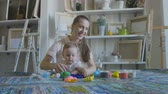 пластилин : Mother and girl make figures of plasticine and kinetic sand