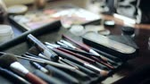 mürekkep : Brush and eye shadow makeup tools on the table Stok Video