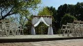 стол : Wedding arch and white chairs in the open air