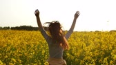 cabelos claros : girl runs arms outstretched through a field slowmo Stock Footage