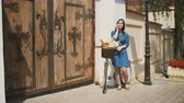 głowa : Beautiful girl standing in the street with a bike with basket talking on the phone and smiling, 4k Wideo