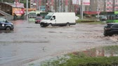циклон : JULY 20 2016 MINSK, BELARUS Flood on a busy road in the city streets after rain with sound. Стоковые видеозаписи