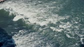 hloubka : Top view of tropical sea waves with foam. Wild current, ocean surface. Top view to the blue water. Slow motion. Dostupné videozáznamy