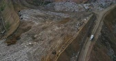 lixo : Aerial view of the pile of trash and car rides near the dump. Flight over the urban refuse dirty waste.