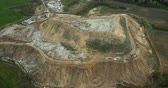 helicóptero : Aerial panoramic view of the urban dump. Copter flying around big piles of garbage trash outside the city. Vídeos