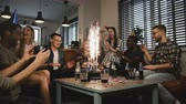 fajerwerki : Happy multi ethnic friends birthday party with cake and sparkling firework. Diverse friends sing Happy Birthday, hug. 4K Wideo