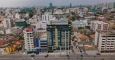 ferrovia : Drone flying right over Colombo, Sri Lanka. Aerial view of cityscape with buildings, street traffic and small railroad.