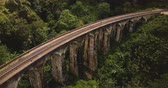 ferrovia : Drone flying over and revealing incredible wide panoramic view of Nine Arch Bridge Ella travel landmark in Sri Lanka.
