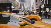 полиция : NEW YORK AUG 18 2017 - Heavy traffic of yellow taxis on a very busy street in New York, police officer directing cars. Стоковые видеозаписи