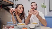 kényelem : Funny lovely couple having breakfast while sitting together on kitchen